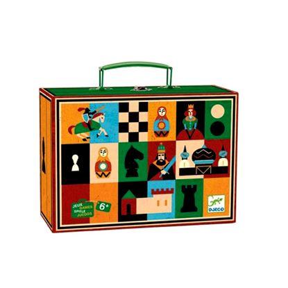 Immagine di dama e scacchi in valigetta